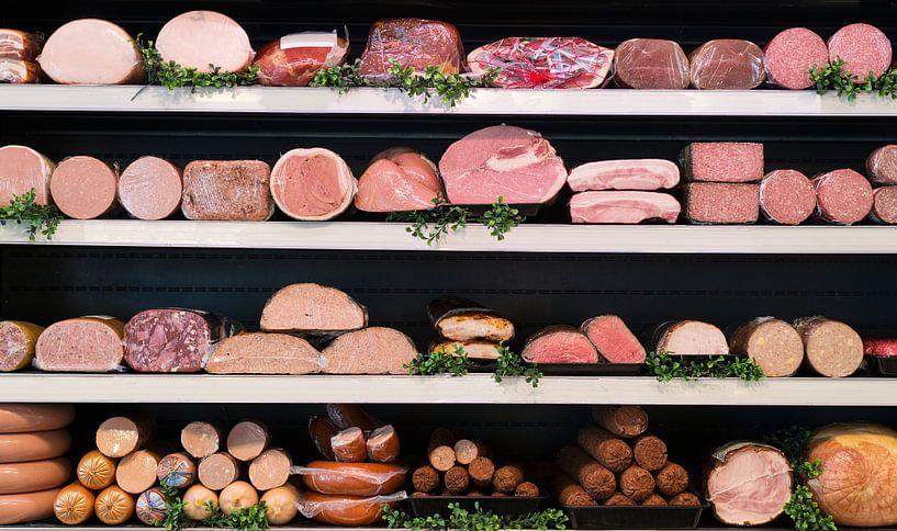 diverse soorten vlees in een slagerij van Compuinfoto .