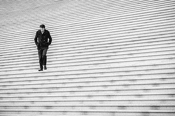 Schwarz auf weißer Treppe von Guy Lambrechts