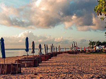 Verlaten Strand van Eduard Lamping