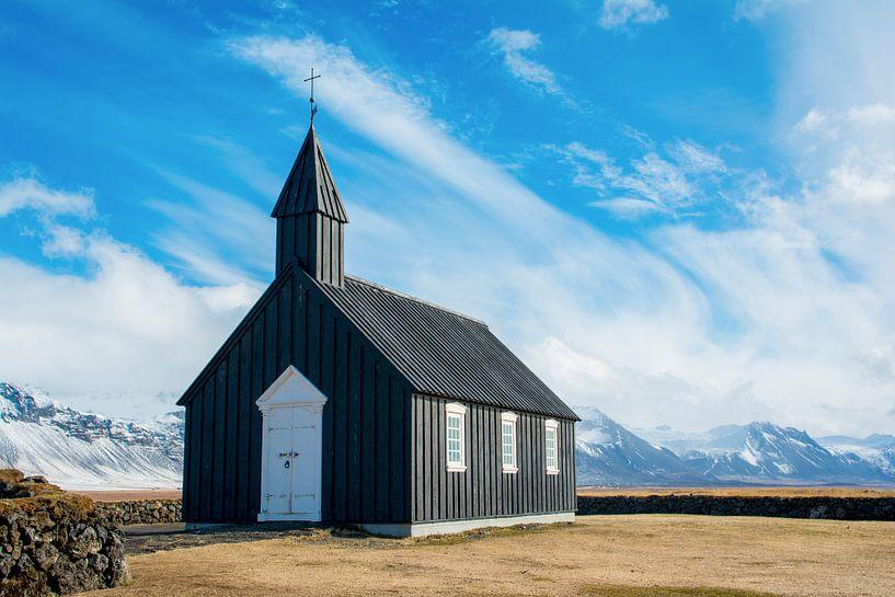 Zwart kerkje in IJsland van Lifelicious
