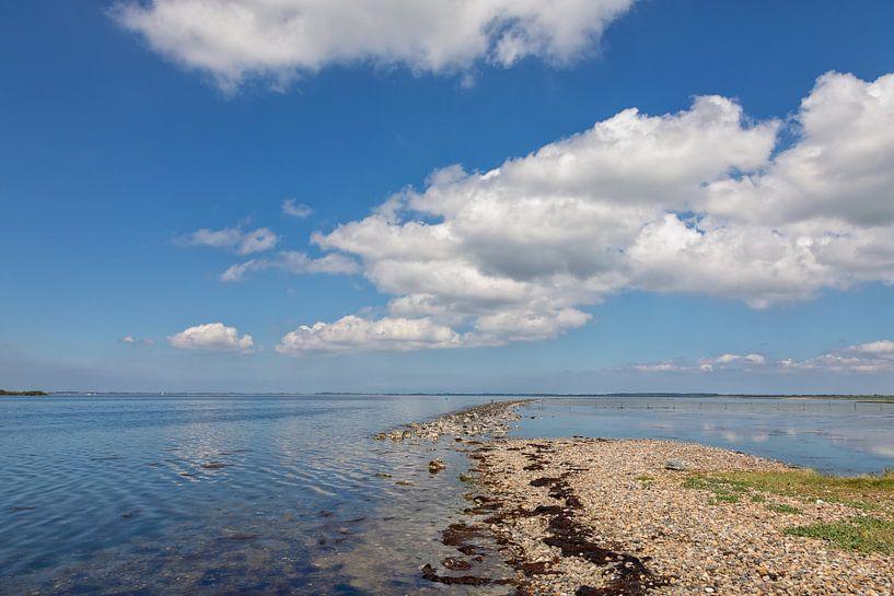 Wolken boven het Grevelingenmeer van Bram van Broekhoven