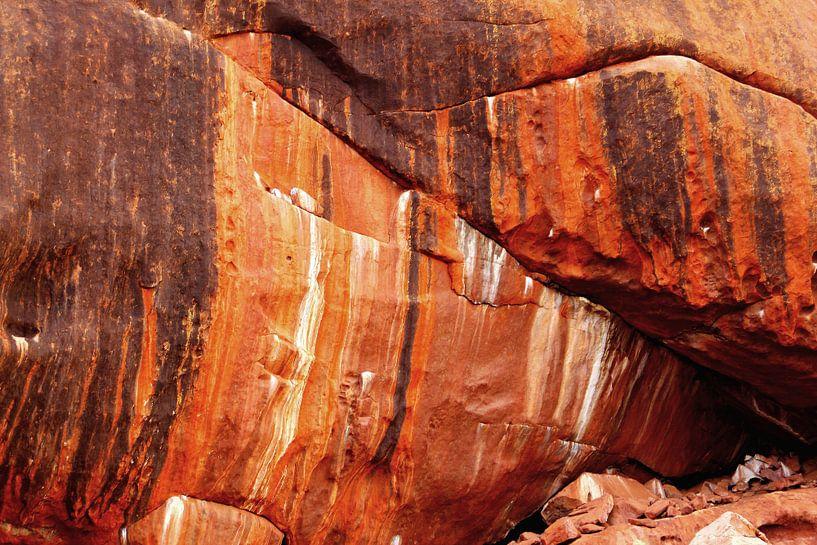 Uluru abstract van Inge Hogenbijl