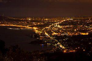 Benidorm in de nacht gezien vanuit Altea Hills van