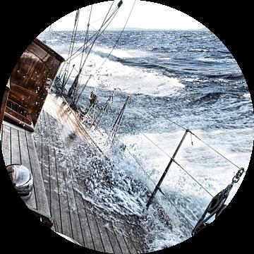 Zeezeilen met harde wind van Anouschka Hendriks
