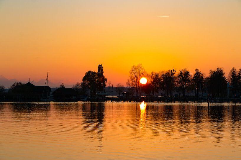 Sonnenuntergang in Seebruck am Chiemsee van Holger Debek