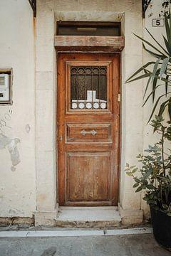 Porte ancienne avec poteau sur Daniel Houben