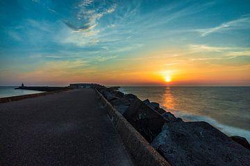 Nederlandse Zonsondergang aan Wijk aan Zee van Wesley Koetje