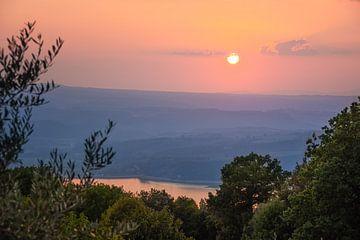 Zonsondergang bij Lago di Corbara, Italië van Arja Schrijver Fotografie
