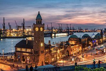 Landungsbrücken in Hamburg von Achim Thomae