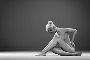 Abstrakt sitzend nackt von Arjen Roos