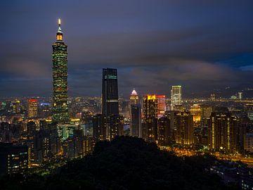 De skyline van Taipei, Taiwan van Teun Janssen