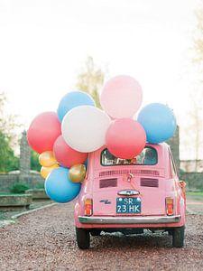 Roze auto met ballonnen - Perfecte kaart voor je verjaardag van Youri Claessens