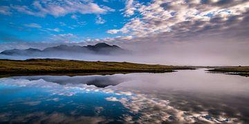 Isländische Landschaft bei Nebel, Hali von Rien de Jongh