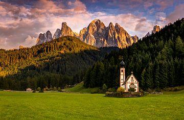 Chapelle dans les Dolomites sur Adelheid Smitt