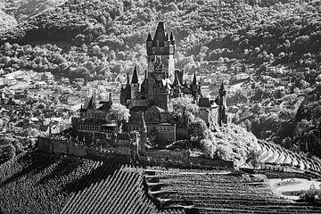 Reichsburg Cochem in schwarz-weiß von Henk Meijer Photography