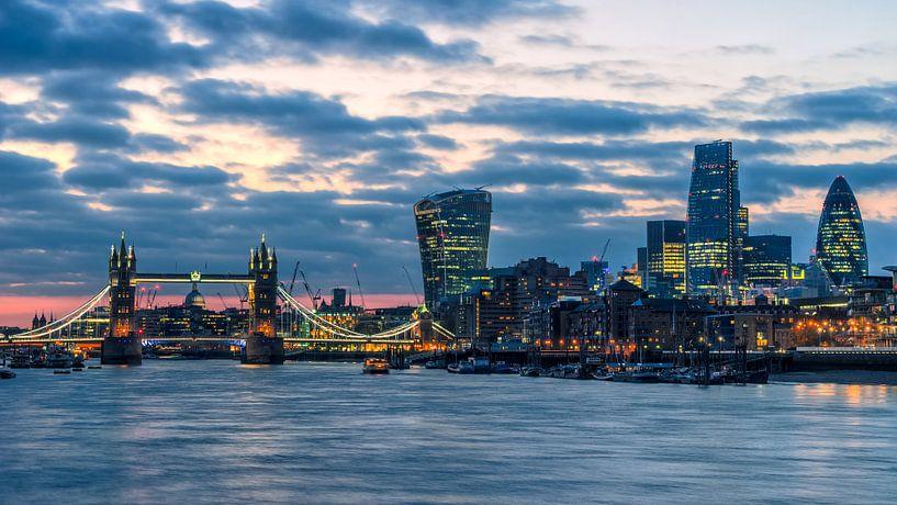 London Dämmerung von Tom Uhlenberg