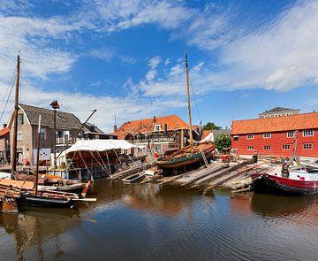 Traditionele scheepswerf voor houten vissersboten in Spakenburg van Peter de Kievith Fotografie