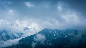 Wolken und Berge von Martin Wasilewski