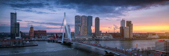 Spitsuur in Rotterdam - Panorama skyline zonsondergang