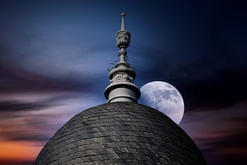 Kuppeldach und Mond von Norman Krauß