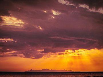 Ondergaande zon bij Koh Samui van Patruschka Hetterschij