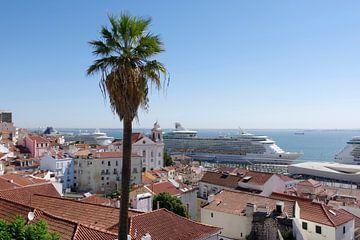 Cruiseschepen in de haven van Lissabon van Berthold Werner