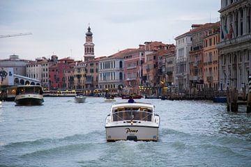 het blauwe uur Venetië  van Charlie Raemakers