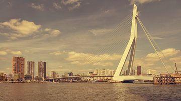 Erasmusbrug in Rotterdam (vintage look) von John Kreukniet