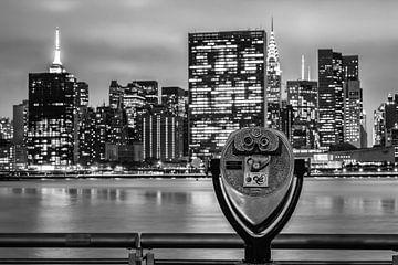 Empire State Building und Chrysler Building bei Nacht (schwarz-weiß) von Natascha Velzel