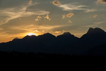 Zonsondergang Hohe Munde - Inntal, Oostenrijk van Hidde Hageman