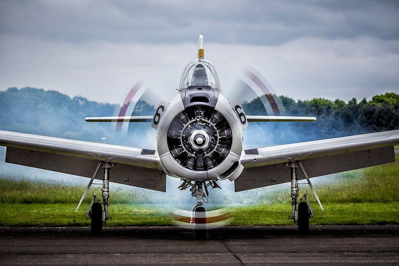 T-28 Trojan Fire up the Engines! van Joram Janssen