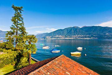 Lago Maggiore in de buurt van Vira in Ticino van Werner Dieterich