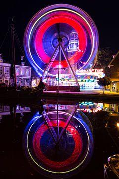 Grande roue à Kermis dans la ville frisonne de Lemmer, en Frise, aux Pays-Bas sur Natasja Tollenaar