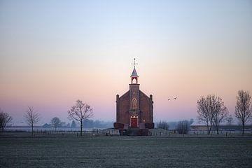 Kirche von Homoet mit pastellfarbener Luft von Tania Perneel
