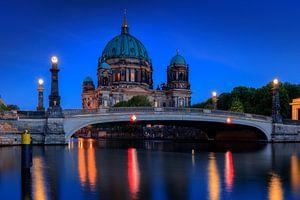 Berliner Dom bij schemering