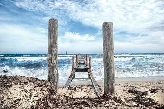 Uitzicht over een woelige zee van Anouschka Hendriks