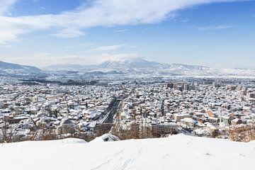 Prizren Stadt mit Schnee bedeckt in der Winterjahreszeit von Besa Art