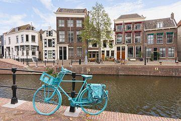 Blaues Fahrrad in Schiedam von Charlene van Koesveld