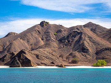 Een onbewoond eiland in Komodo National Park van Rik Pijnenburg