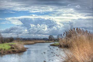 Schöner bewölkter Himmel über dem Valleikanaal im Februar von Eric Wander