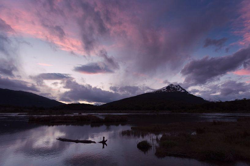 Zonsondergang in Tierra del Fuego van Ellen van Drunen