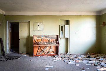 Verlaten Eenzame Piano. van Roman Robroek