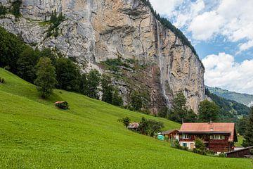 Zomerse blik op de Lauterbrunnen vallei van Steven Van Aerschot