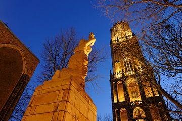 Verzetsmonument en Domtoren in Utrecht (1) von Donker Utrecht