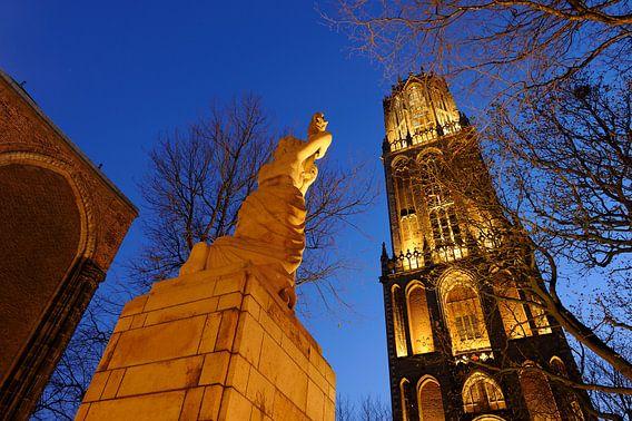 Verzetsmonument en Domtoren in Utrecht (1)