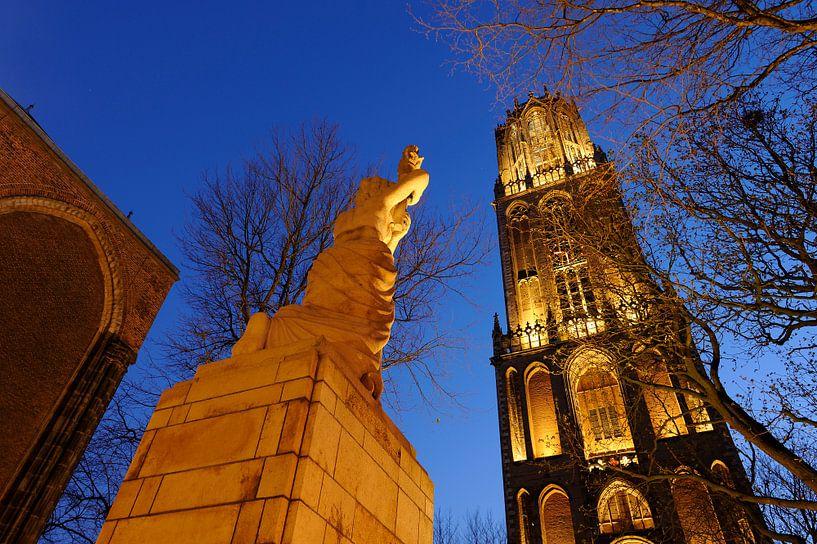 Verzetsmonument en Domtoren in Utrecht (1) van Donker Utrecht