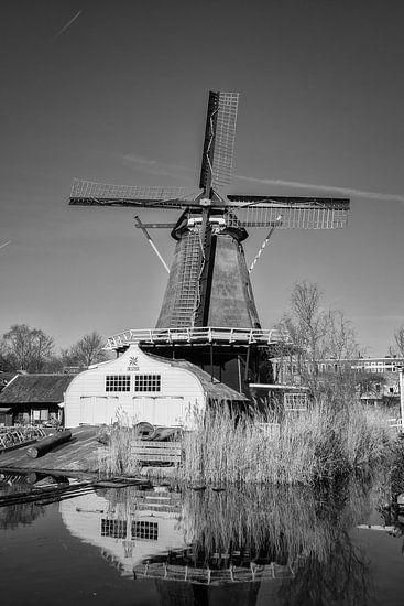 Molen de Ster in Utrecht langs de Leidsche Rijn in zwart-wit