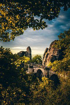 Deutschland, die Bastei Brücke im Elbsandsteingebirge in Sachsen von Jan Wehnert