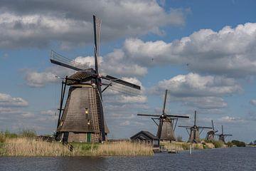 5 in einer Reihe! Windmühlen von Kinderdijk, UNESCO-Welterbe! von Jaap van den Berg