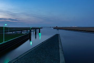 Waterweg bij Nieuw Statenzijl van Johan Mooibroek